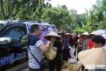 Hàng cứu trợ của độc giả VTC News tiếp tục được trao cho người dân miền Trung