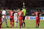 Bán kết AFF Cup 2016: 'Cầu thủ Việt Nam đáng nhận thẻ đỏ'