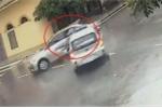 Clip: Taxi đâm xe con như phim hành động tại ngã tư 'tử thần' ở Nam Định