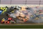 Clip: 21 xe đua va chạm liên hoàn khủng khiếp, lửa ngùn ngụt cháy
