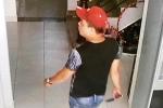 Clip: Trộm cầm dao, ngang nhiên đi khắp nhà lục tìm tài sản