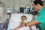 Thương tâm bé 5 tuổi ngã hàng rào, cây sắt cắt lìa cổ họng