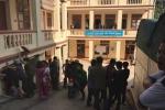 Dân vây bắt người phụ nữ nghi bắt cóc trẻ em ở Nghệ An