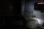 Container 'điên' tông sập nhà, cả gia đình hút chết
