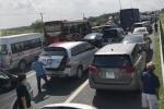 Tai nạn liên hoàn, cao tốc TP.HCM - Dầu Giây kẹt xe kéo dài nhiều giờ