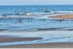 Đi tắm biển bị sóng cuốn trôi, 2 nam sinh chết đuối ở Quảng Ngãi