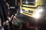 Xe tải chạy ngược chiều tông xe máy, 2 người nguy kịch