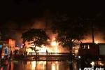 Siêu thị Thành Đô bốc cháy ngùn ngụt trong đêm mưa lớn ở Hà Nội