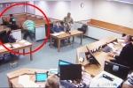 Clip: Bị cáo đào tẩu khỏi phòng xử án, thẩm phán truy đuổi kịch tính như phim