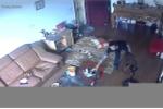 Trộm ngang nhiên vào giữa nhà 'cuỗm' laptop và iPhone 6