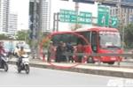 Khiếp sợ cảnh xe khách 'lập bến' đón trả khách náo loạn phố Thủ đô