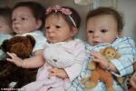Người phụ nữ 'nuôi' hơn 50 con búp bê như nuôi trẻ em
