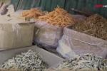 Phát hiện loại cá khô ăn thơm ngon, tẩm đẫm hóa chất diệt ruồi
