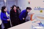 Chủ tịch Quốc hội và Bộ trưởng Y tế trao quà tết cho bệnh nhi ung thư máu