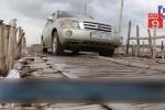 Kỳ lạ cây cầu tre mỏng manh chịu được sức nặng của hàng trăm ô tô