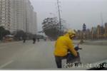 Clip: Người phụ nữ hồn nhiên dừng xe, tắt máy giữa đường khiến ô tô phanh dúi dụi