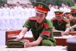 Sinh viên cảnh sát xếp chăn vuông vắn, biểu diễn võ thuật điêu luyện