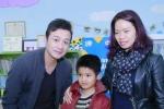 Vợ Trần Lập, MC Anh Tuấn xúc động trao quà cho bệnh nhi bị ung thư