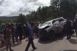 Xe chở Hoàng thân Campuchia bị taxi đâm trực diện