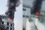 Clip: Cháy lớn trên tầng thượng khách sạn ở TP. HCM
