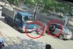 Clip: Mở cửa ô tô bất cẩn gây tai nạn thảm khốc, tài xế vô cảm bỏ đi gây phẫn nộ