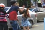 Bắt kẻ cầm mũ bảo hiểm phang chảy máu đầu cô gái trẻ sau va chạm giao thông