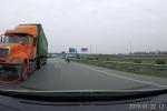 Clip: Container đi ngược chiều kiểu giết người trên cao tốc Hà Nội - Bắc Giang