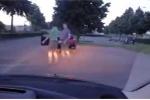 2 tài xế lao vào cãi vã sau va chạm giao thông và cái kết 'êm đẹp' khó tin