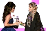 Chủ nhân hit 'Havana' vái lạy Madonna khi nhận giải Video của năm