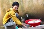 Hình ảnh đi chợ, rửa bát, nấu cơm của H'Hen Niê gây sốt truyền thông quốc tế