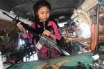 Clip: Bé gái 12 tuổi tháo lắp súng cực nhanh, thuần thục hơn cảnh sát