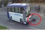 Clip: Xe máy sang đường ẩu, bị xe khách đâm tại ngã ba tử thần ở Bình Thuận