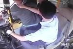 Tài xế xe buýt đóng cửa xe, giúp nạn nhân tóm gọn kẻ trộm