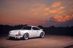 Porsche 911 doi 1990 gia 1,8 trieu USD dat hon sieu xe hien dai hinh anh 1
