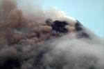 Ảnh: Núi lửa mạnh nhất Philippines phun trào, tạo cột tro bụi khổng lồ