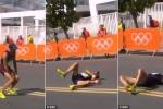 VĐV Pháp kiệt sức giữa đường đua, dù 'bĩnh' ra quần vẫn quyết tâm về đích