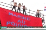 Phụ nữ Pháp 'thả rông' phản đối bà Marine Le Pen