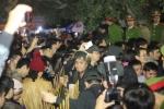 Video: Hỗn loạn, chen nhau 'bẹp người' tại lễ hội đền Trần