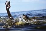 Thầy giáo chết đuối khi đi tắm biển với nhóm bạn