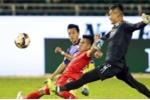 Video: Học trò HLV Miura sai lầm ngớ ngẩn, biếu không bàn thắng cho CLB Hà Nội