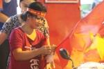 U23 Việt Nam vào chung kết, dân buôn bán kiếm bộn tiền