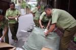 Video: Thu giữ hàng ngàn túi xách, giày dép không rõ xuất xứ ở Hà Nội