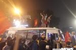 Ảnh: Những pha ăn mừng 'bá đạo' của người hâm mộ mừng chiến thắng U23 Việt Nam