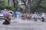 Bão số 4 tiến sát đất liền, đường phố Đà Nẵng biến thành sông