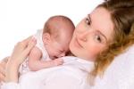 Vì sao nhiều bé ngủ say sưa khi được bế, hễ đặt xuống là tỉnh ngay?
