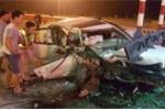 Xe con đâm trạm thu phí, 2 người bị thương nặng