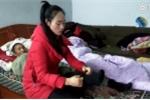 Cô gái Trung Quốc từ bỏ tình yêu, về quê chăm cha già ngã bệnh khiến ai cũng cảm động