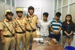 Kiểm tra hành chính, CSGT phát hiện nhóm thanh niên tàng trữ ma túy