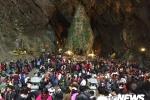Dòng người xuyên đêm trẩy hội chùa Hương dịp cuối tuần