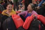 1.200 công nhân nghèo xúc động nhận vé về quê ăn Tết